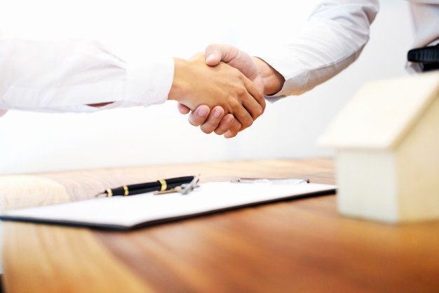 Friendly Rent Increase Letter Awesome Estate Agent Shaking Hands with Customer after Contract